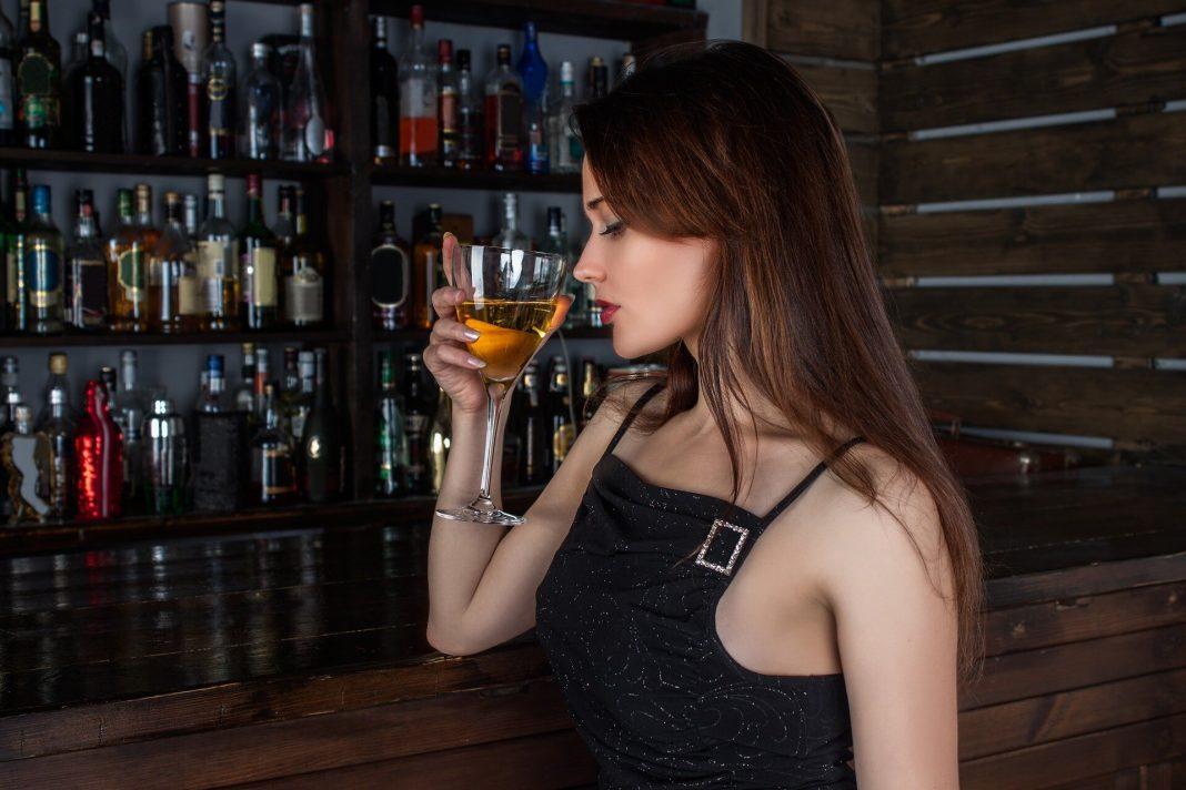 Έρευνα: Οποιαδήποτε ποσότητα αλκοόλ βλάπτει τον εγκέφαλο